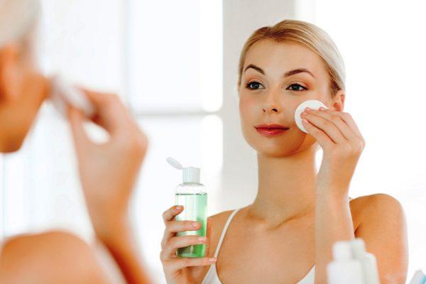 После применения многих масок рекомендуется применить косметический тоник, чтобы окончательно привести дерму в тонус