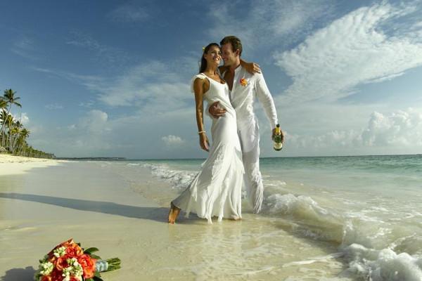 Романтичная и элегантная свадьба на берегу моря
