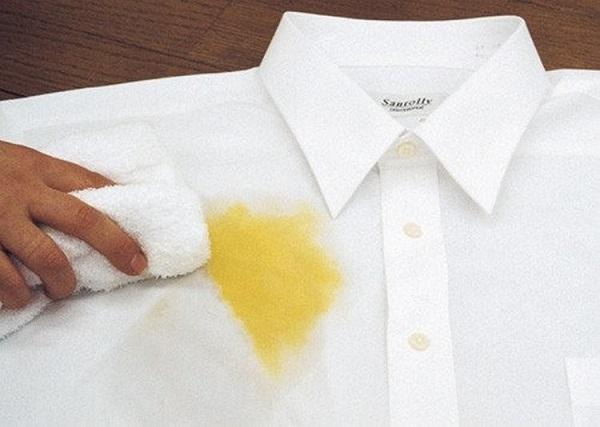 как удалить пятно от яйца с одежды