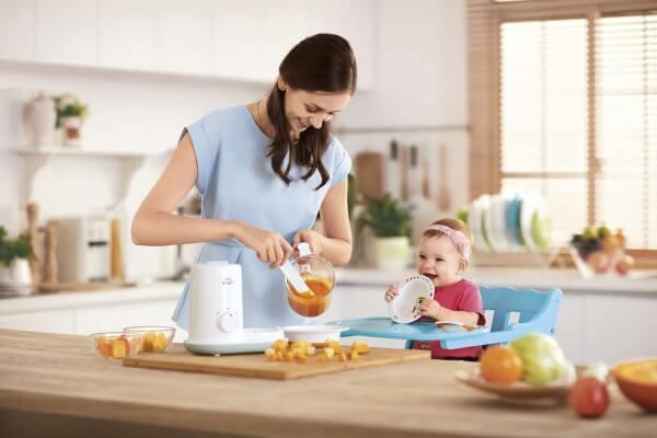 Чем занять малыша когда он с мамой на кухне