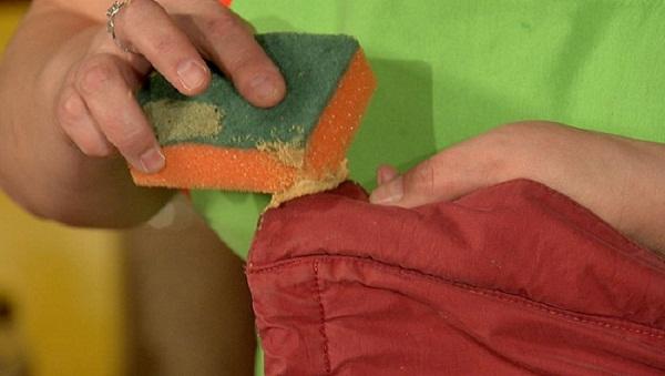 Вот такими нехитрыми методами в нашей домашней химчистке мы сможем вывести жировые пятна.