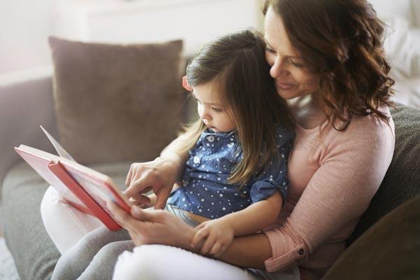 В раннем детстве важно покупать детям книги, которые им интересны.