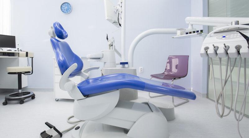 chto-uchest-pri-vybore-stomatologicheskoj-kliniki-1