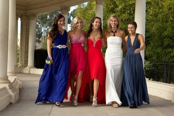 как выбрать идеальное платье для школьного выпускного