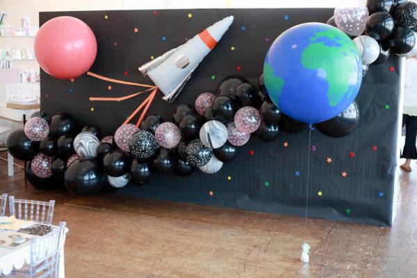 Оформление шарами праздника в стиле космос