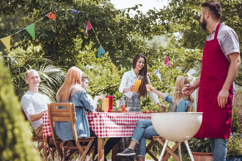 friends-partying-in-garden