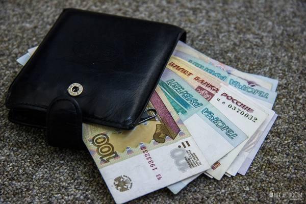 черный кошелек набитый деньгами