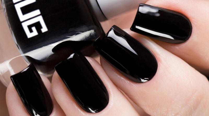 Чёрный лак для ногтей