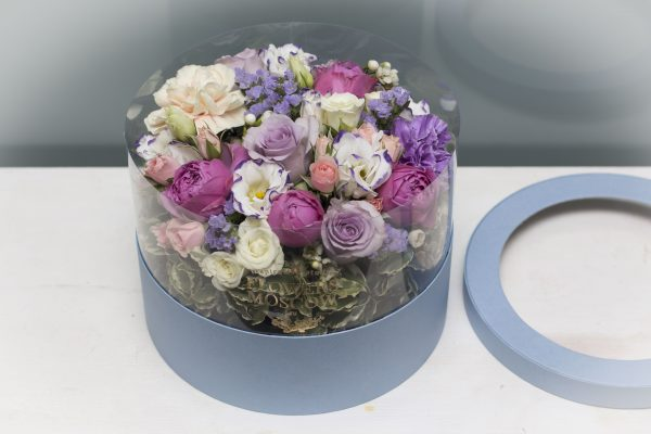 Уход за цветами в коробке