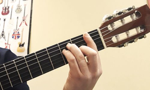 kak-igrat-na-gitare-bare8