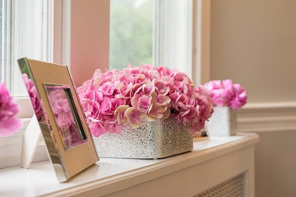 Цветы в коробке -украшение интерьера